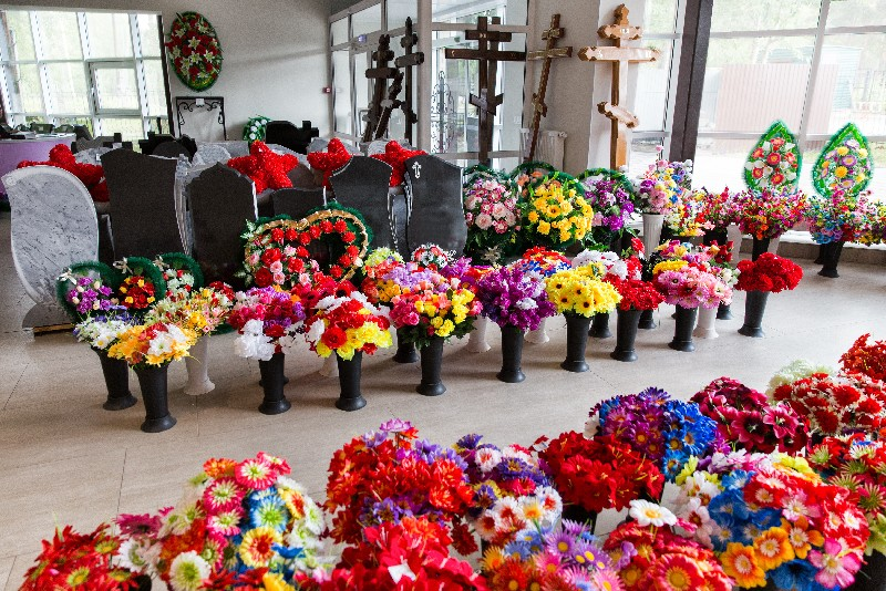 Des cercueils adaptés au type d'obsèques envisagé, inhumation ou crémation à Albertville | Marbrerie Pech