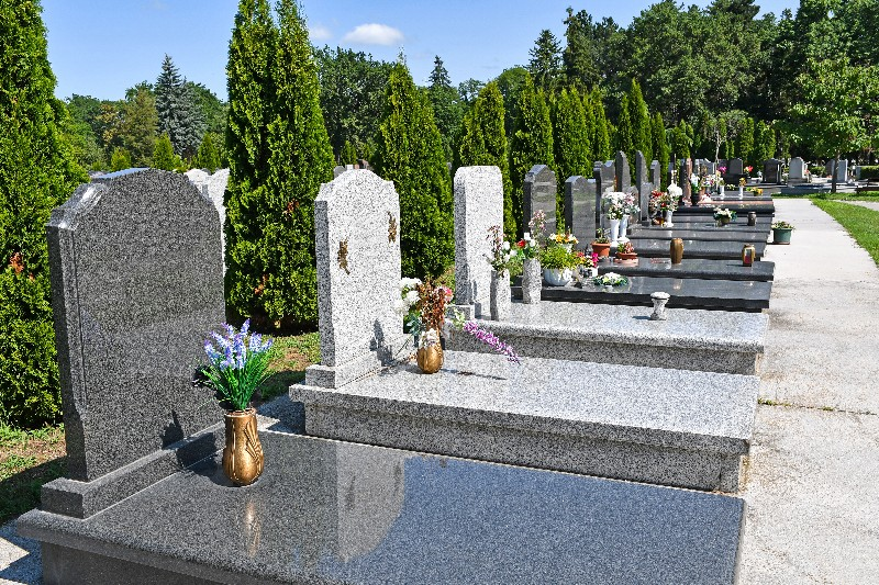 Se renseigner sur les critères règlementaires pour pierre tombale à Albertville | Marbrerie Pech